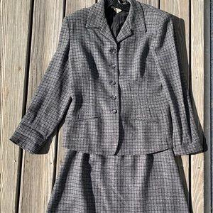 Ann Klein II Tweedy Skirt Suit Set